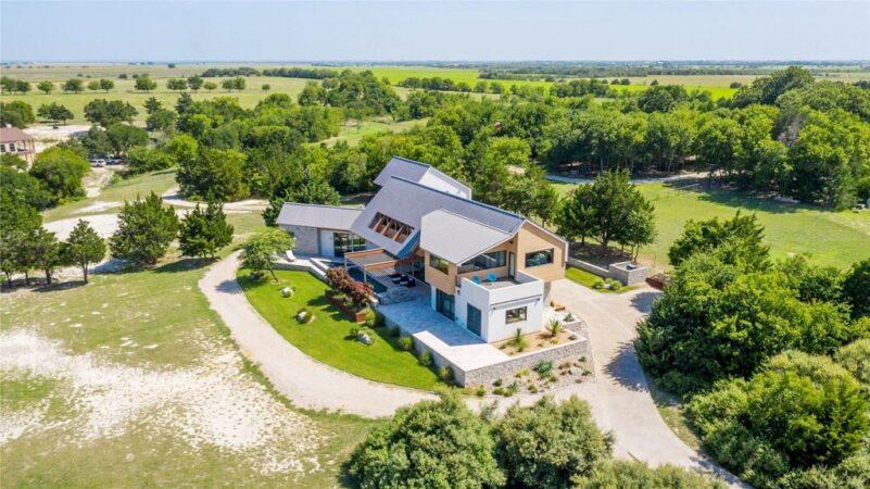 207 Hunter Pass - Waxahachie Property Listing