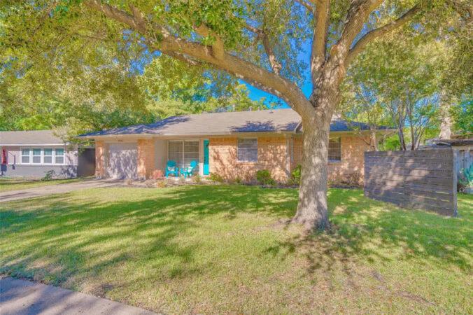 Listing: 11347 Earlywood Drive, Dallas, Texas
