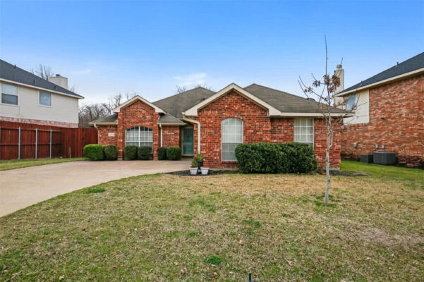 Property Listing: 6404 Everglade Rd