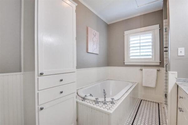 Dallas Property Listing: 402 S Montclair Ave