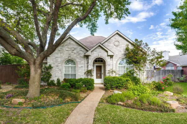 Plano Property Listing: 6825 Thorncliff Trail